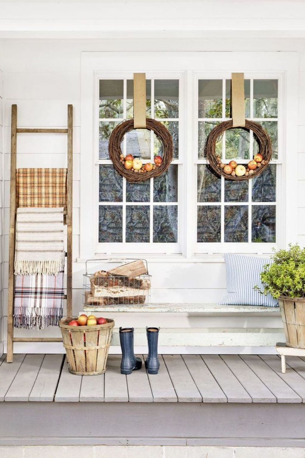 Simple Fall Porch Decorating Ideas 12