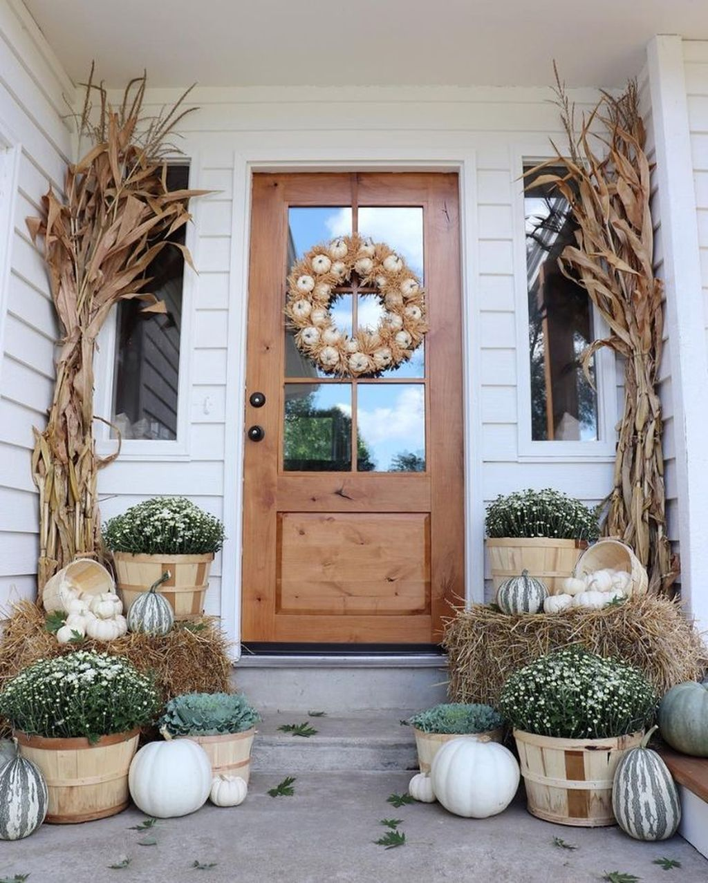 Simple Fall Porch Decorating Ideas 30