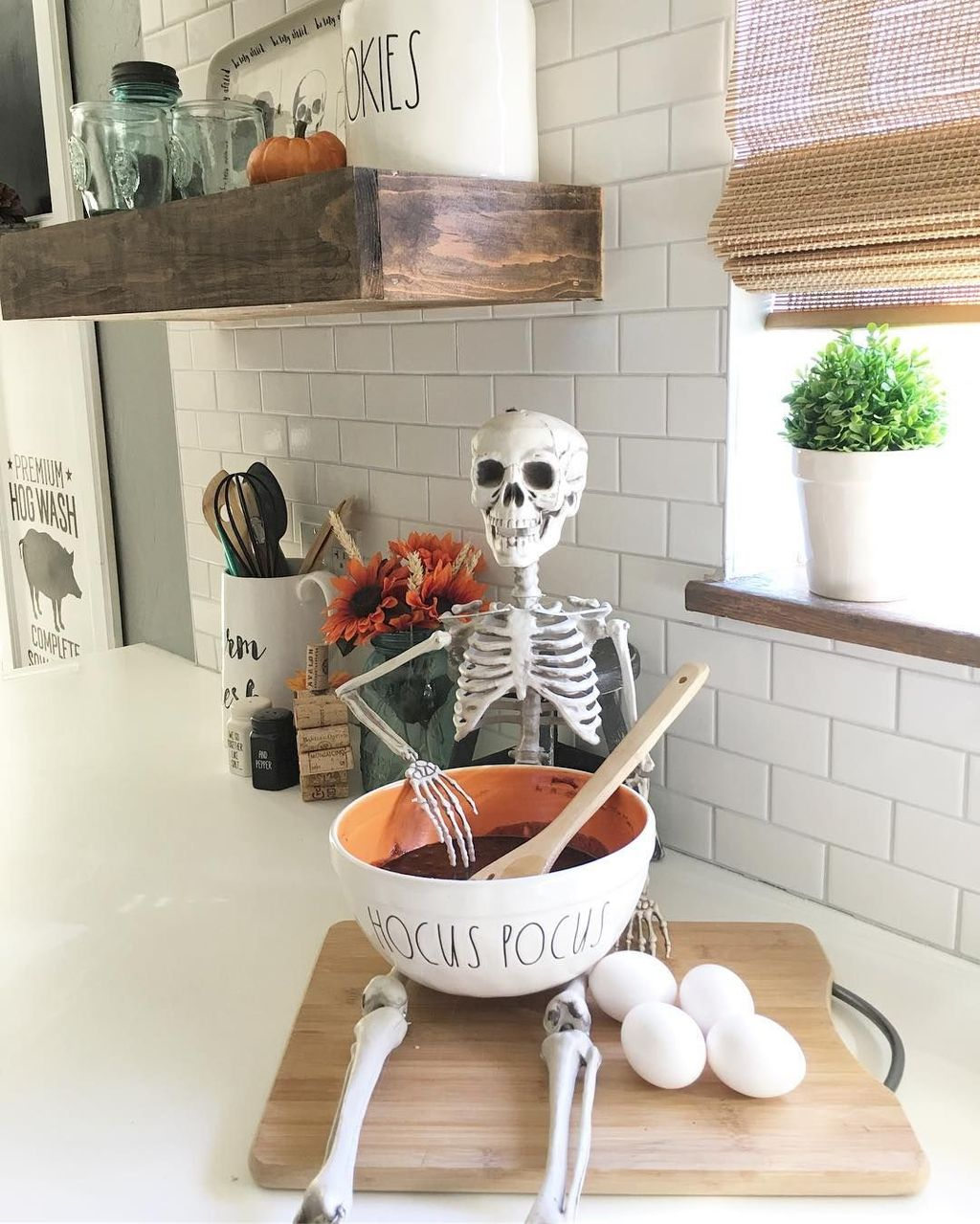 Stunning Halloween Kitchen Decor Ideas 14