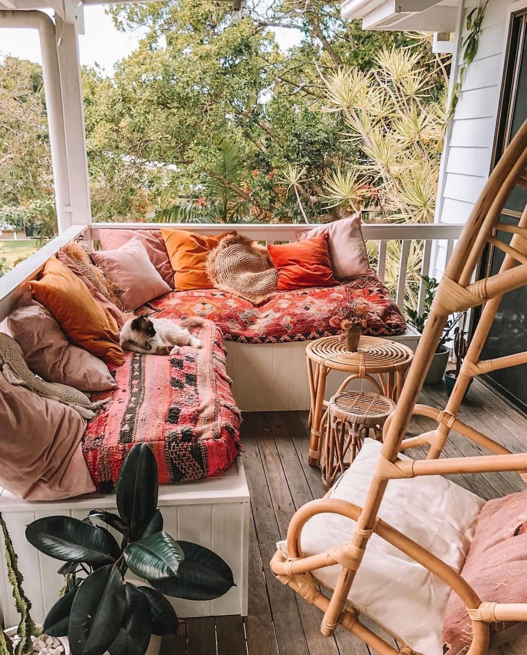 Lovely Bohemian Style Ideas For Your Outdoor Design 34