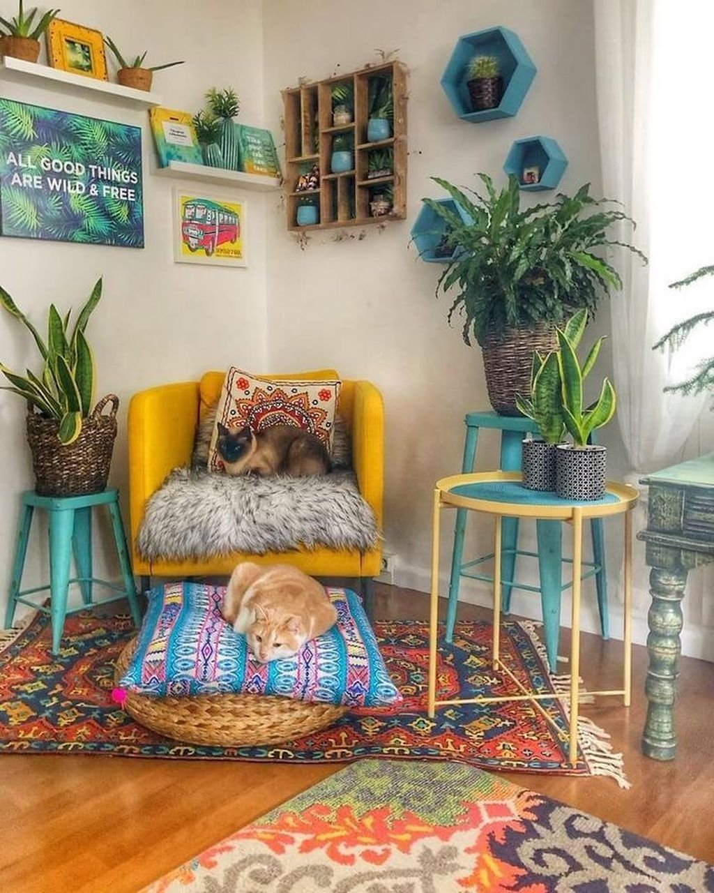Lovely Living Room Decoration Ideas With Bohemian Style 35