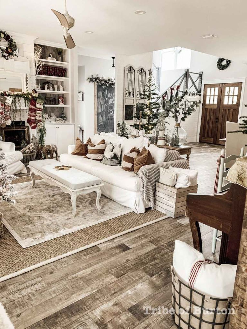 Popular Modern Farmhouse Living Room Decor Ideas 21