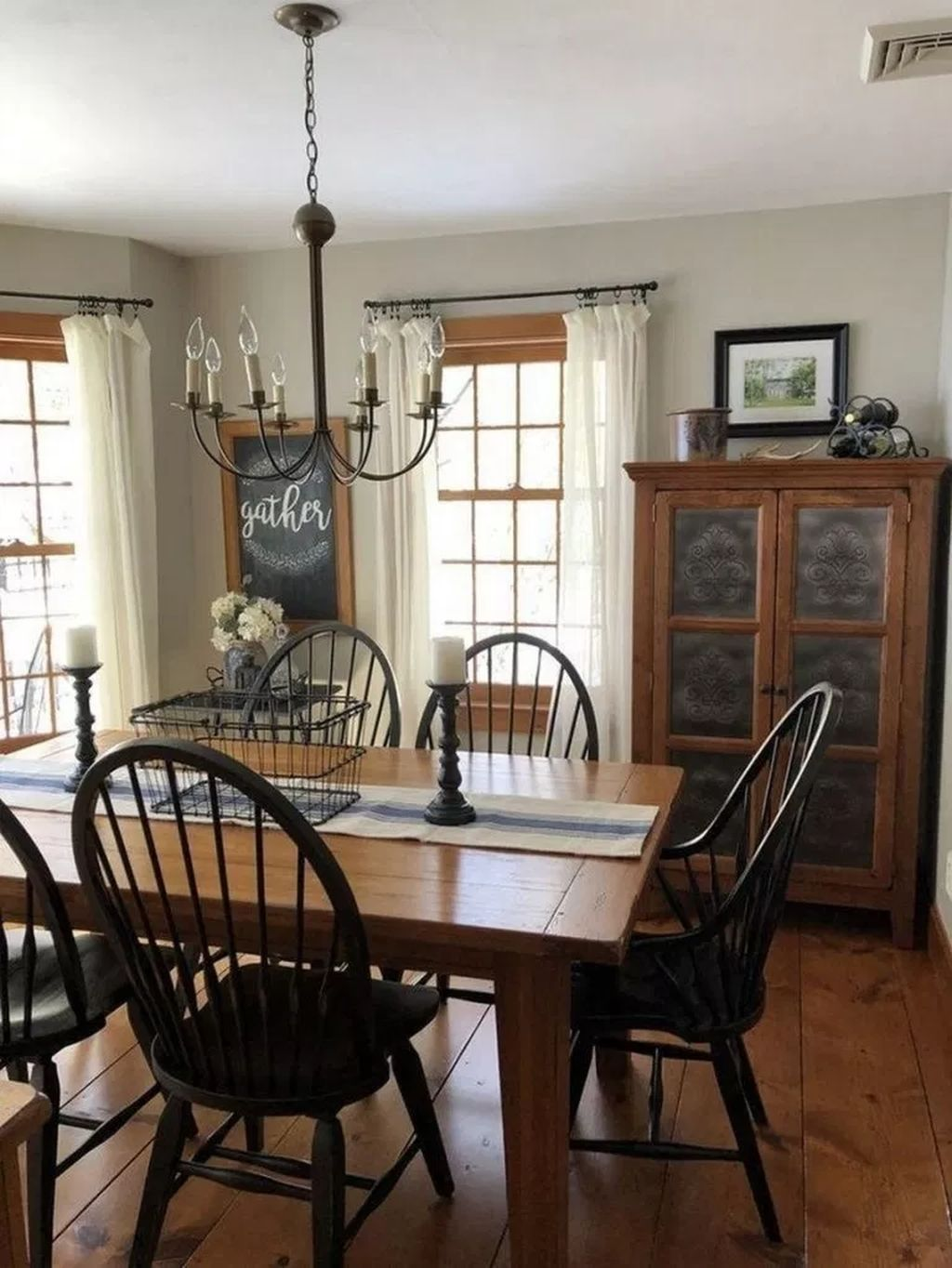 Popular Rustic Farmhouse Style Ideas For Dining Room Decor 17
