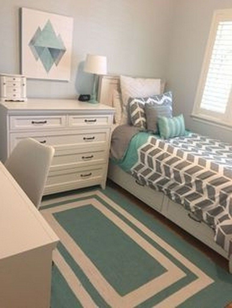 Popular Small Bedroom Decor Ideas 17