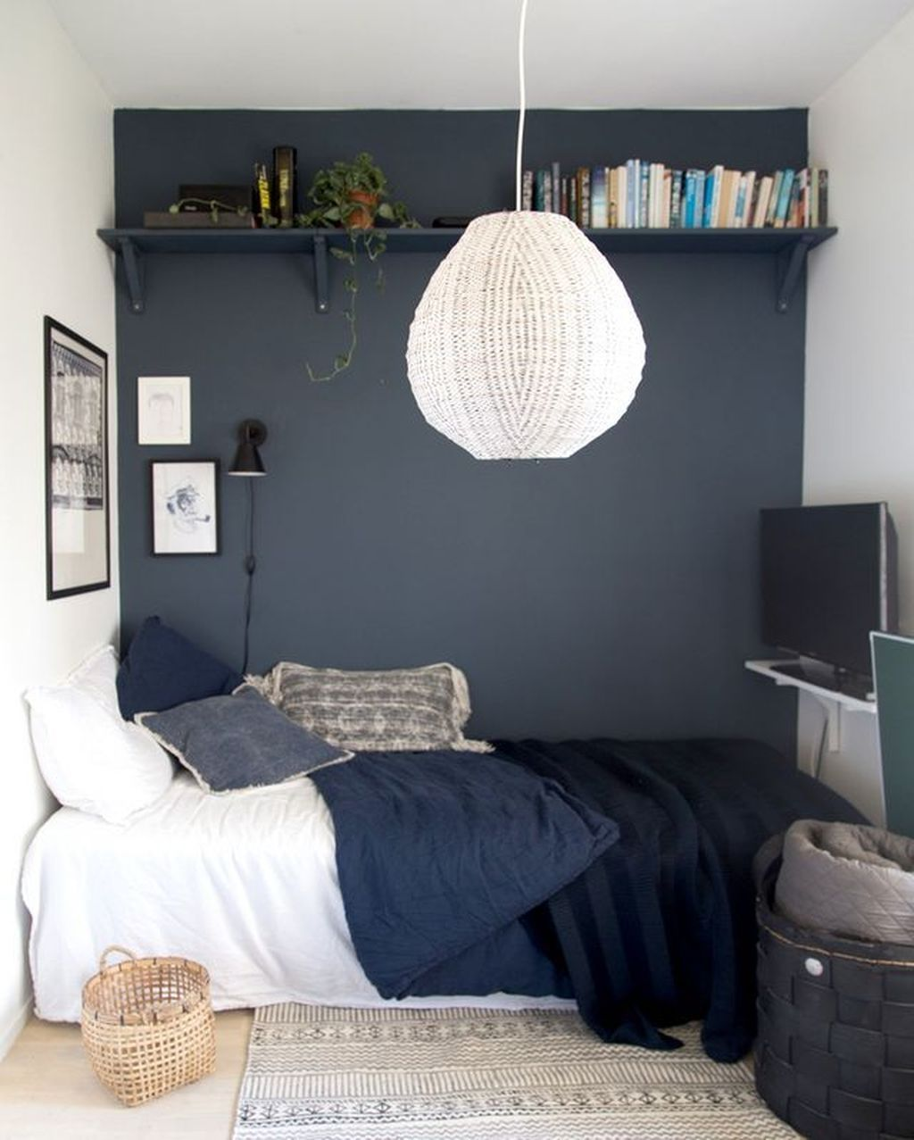 Popular Small Bedroom Decor Ideas 20