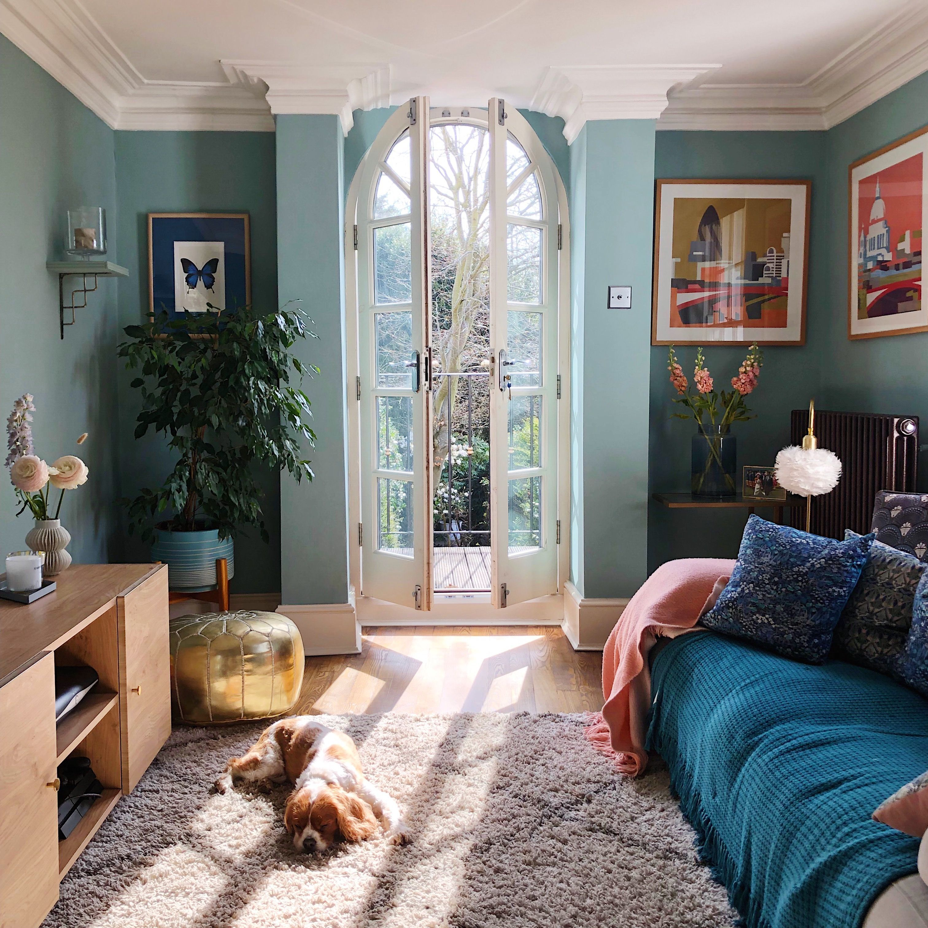 Stunning Living Room Wall Decoration Ideas 26