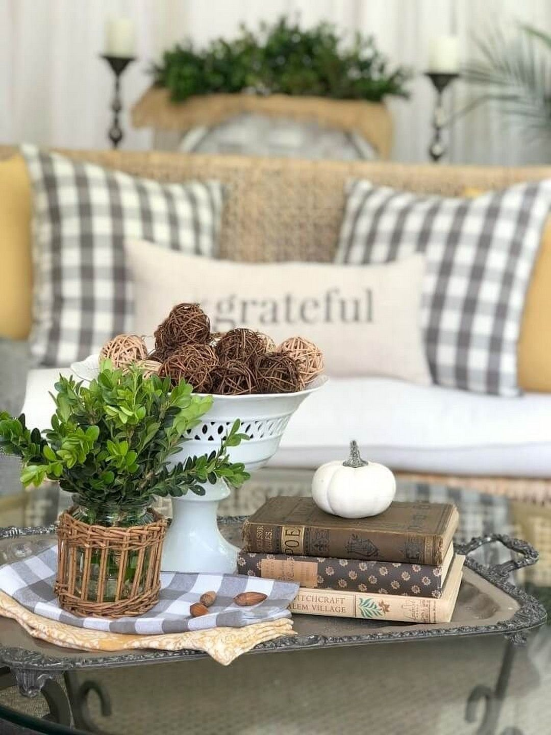 The Best Thanksgiving Living Room Decor Ideas 17