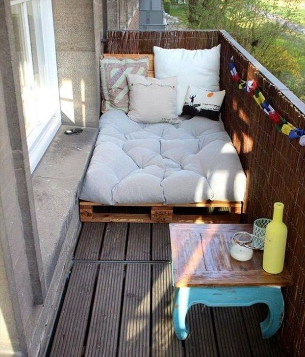 Awesome Apartment Balcony Decorating Ideas 21