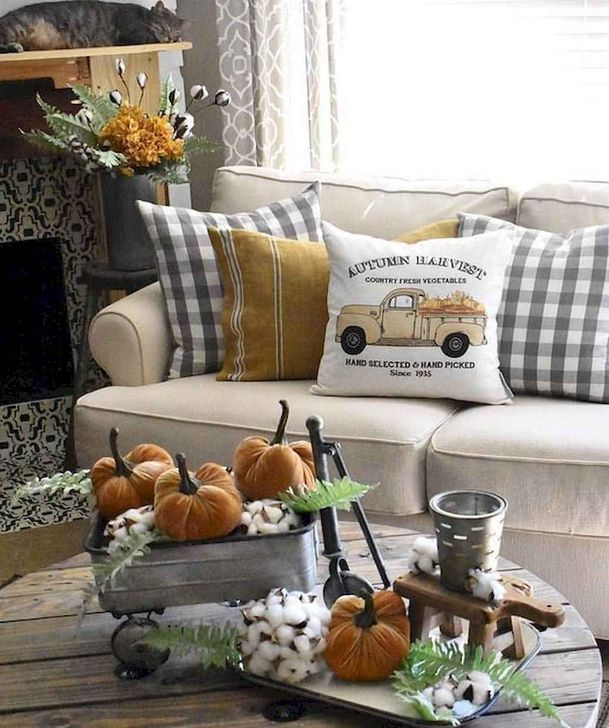 Fabulous Fall Living Room Decor Ideas To Feel Comfortable At Home 32
