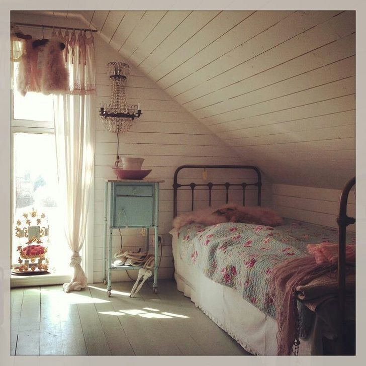 Fabulous Small Attic Bedroom Design Ideas You Will Like 22