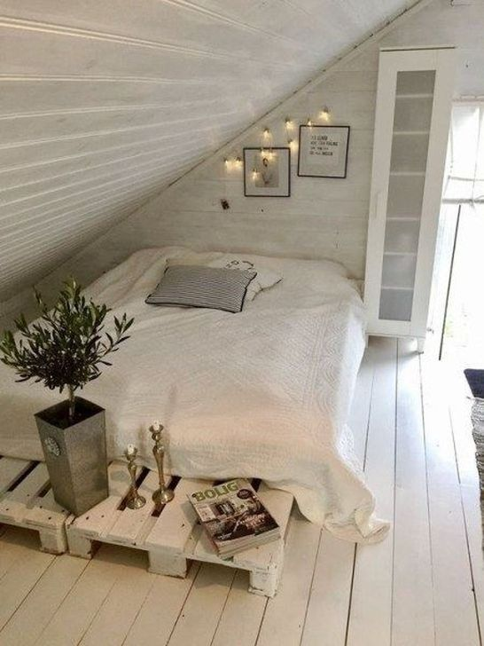 Fabulous Small Attic Bedroom Design Ideas You Will Like 23