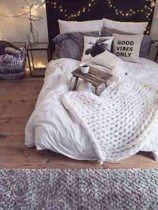 Lovely Fall Bedroom Decor Ideas 25