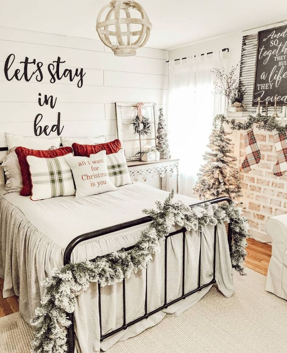 Amazing Farmhouse Style Christmas Bedroom Ideas 03