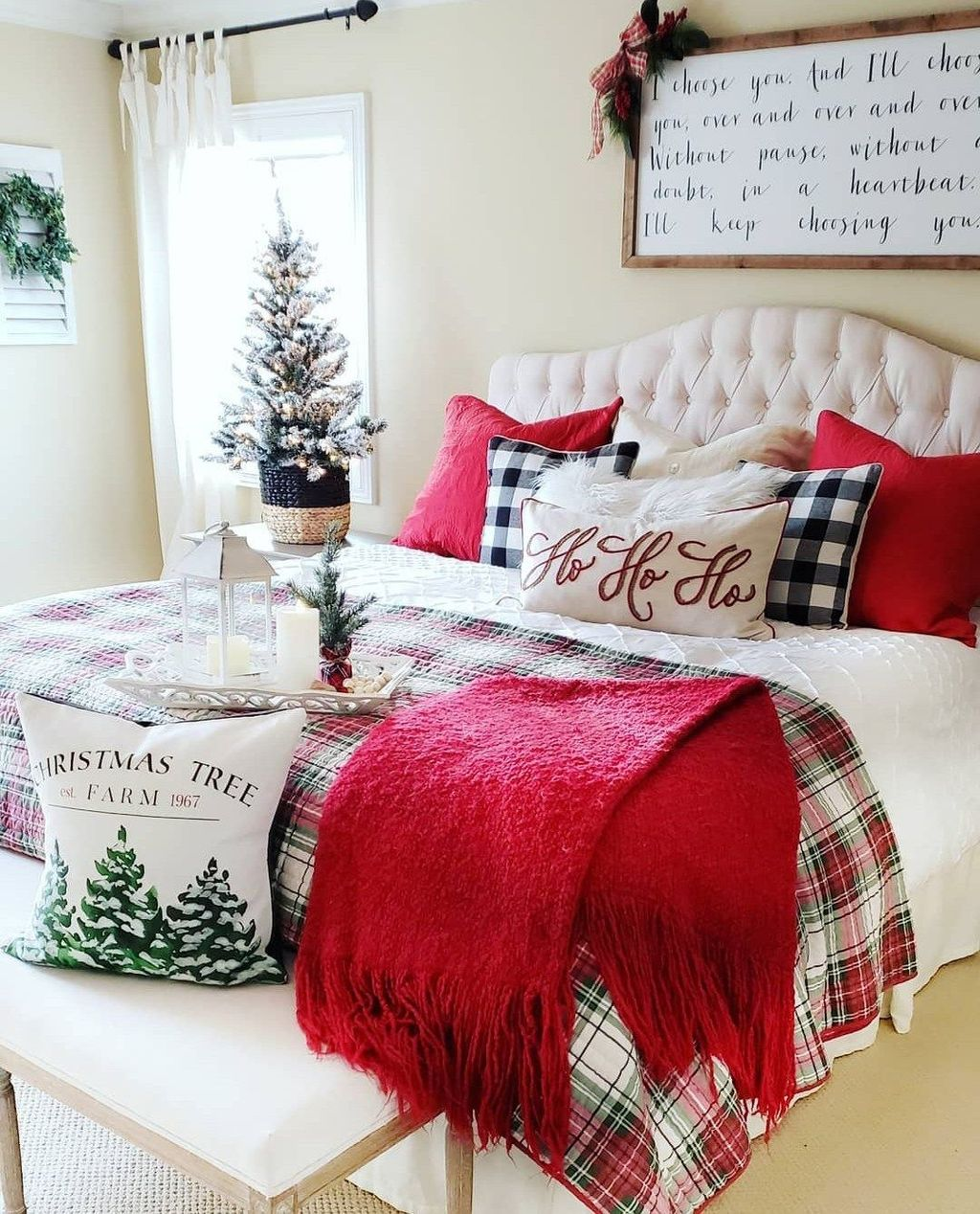 Amazing Farmhouse Style Christmas Bedroom Ideas 04