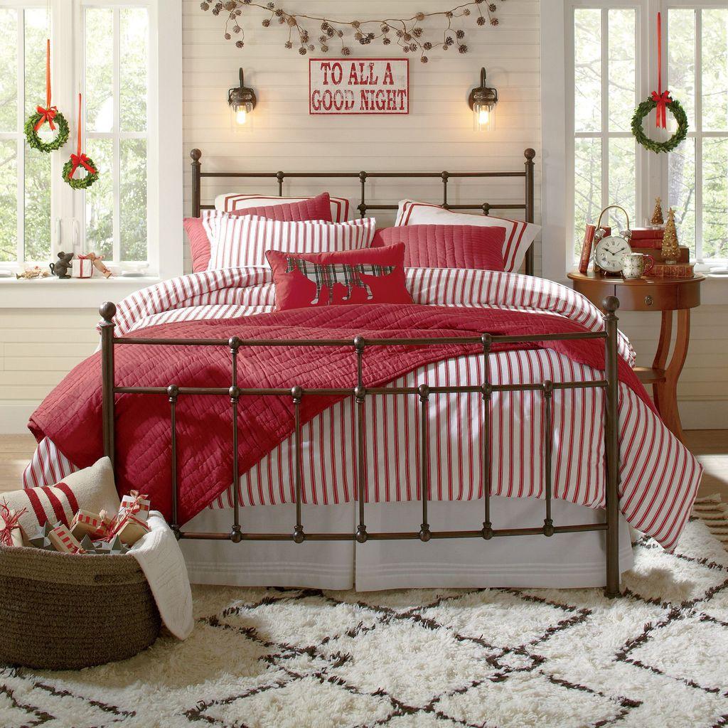 Amazing Farmhouse Style Christmas Bedroom Ideas 08