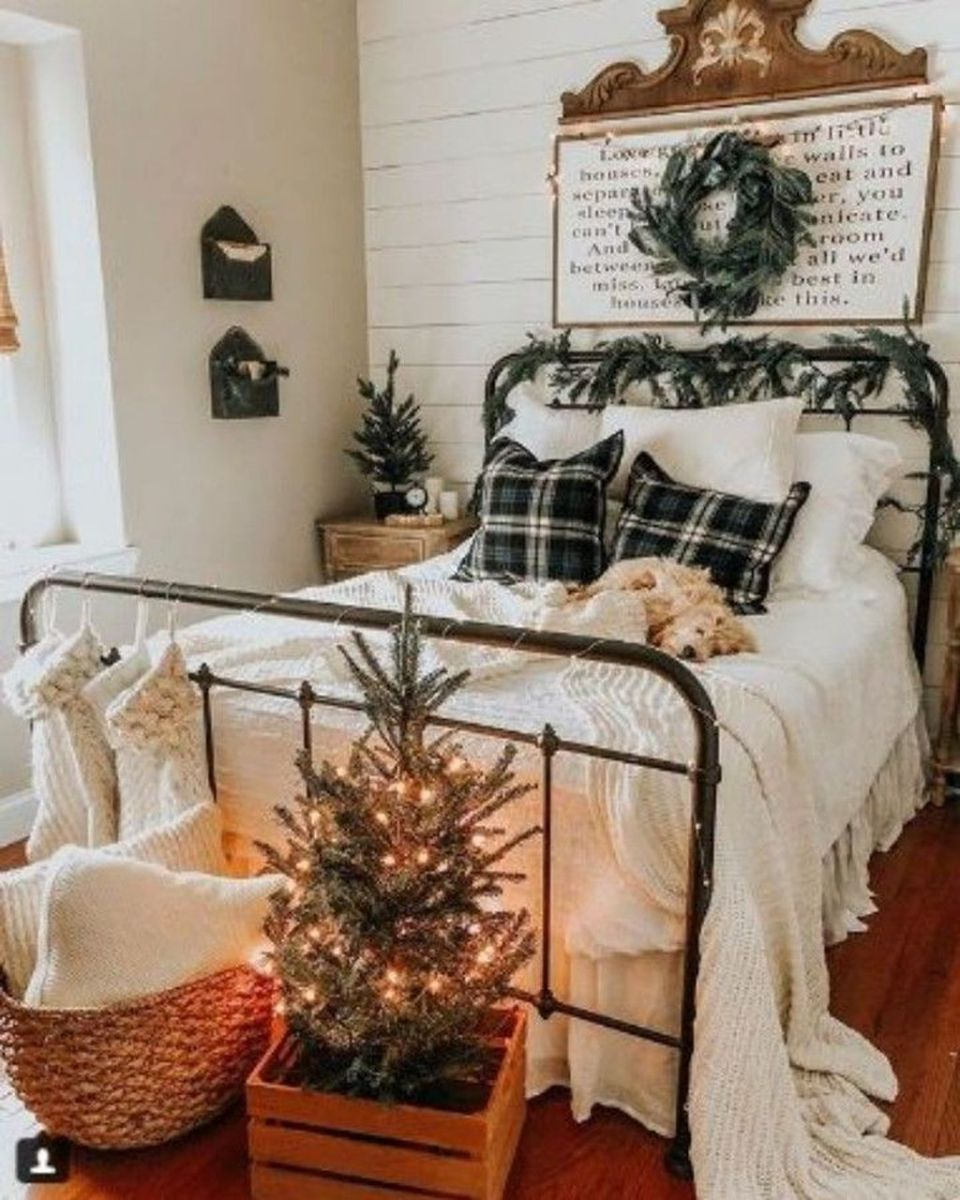 Amazing Farmhouse Style Christmas Bedroom Ideas 20