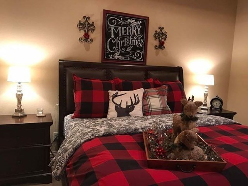 Amazing Farmhouse Style Christmas Bedroom Ideas 21