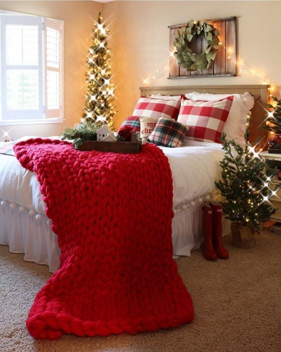 Amazing Farmhouse Style Christmas Bedroom Ideas 23