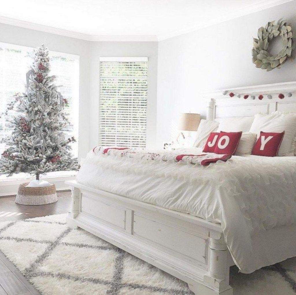 Amazing Farmhouse Style Christmas Bedroom Ideas 31