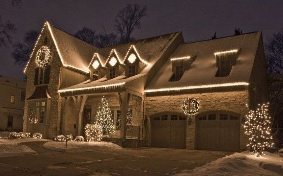 Awesome Christmas Lights Ideas For Exterior Decoration 09