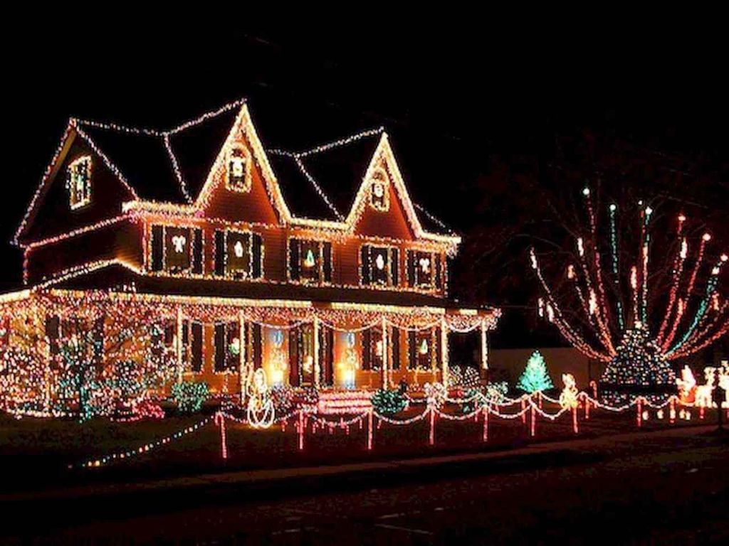 Awesome Christmas Lights Ideas For Exterior Decoration 17