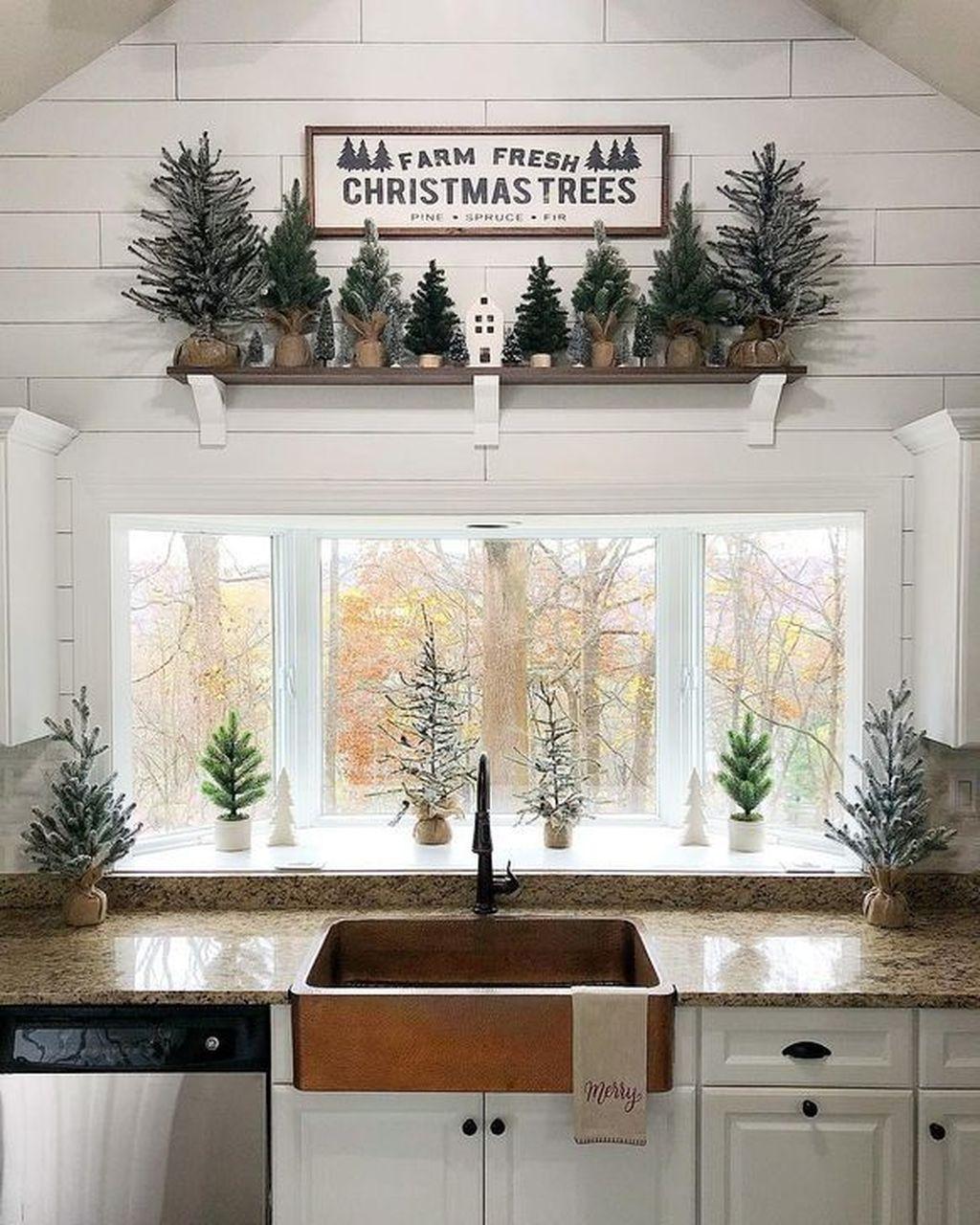 Awesome Christmas Theme Kitchen Decor Ideas 04