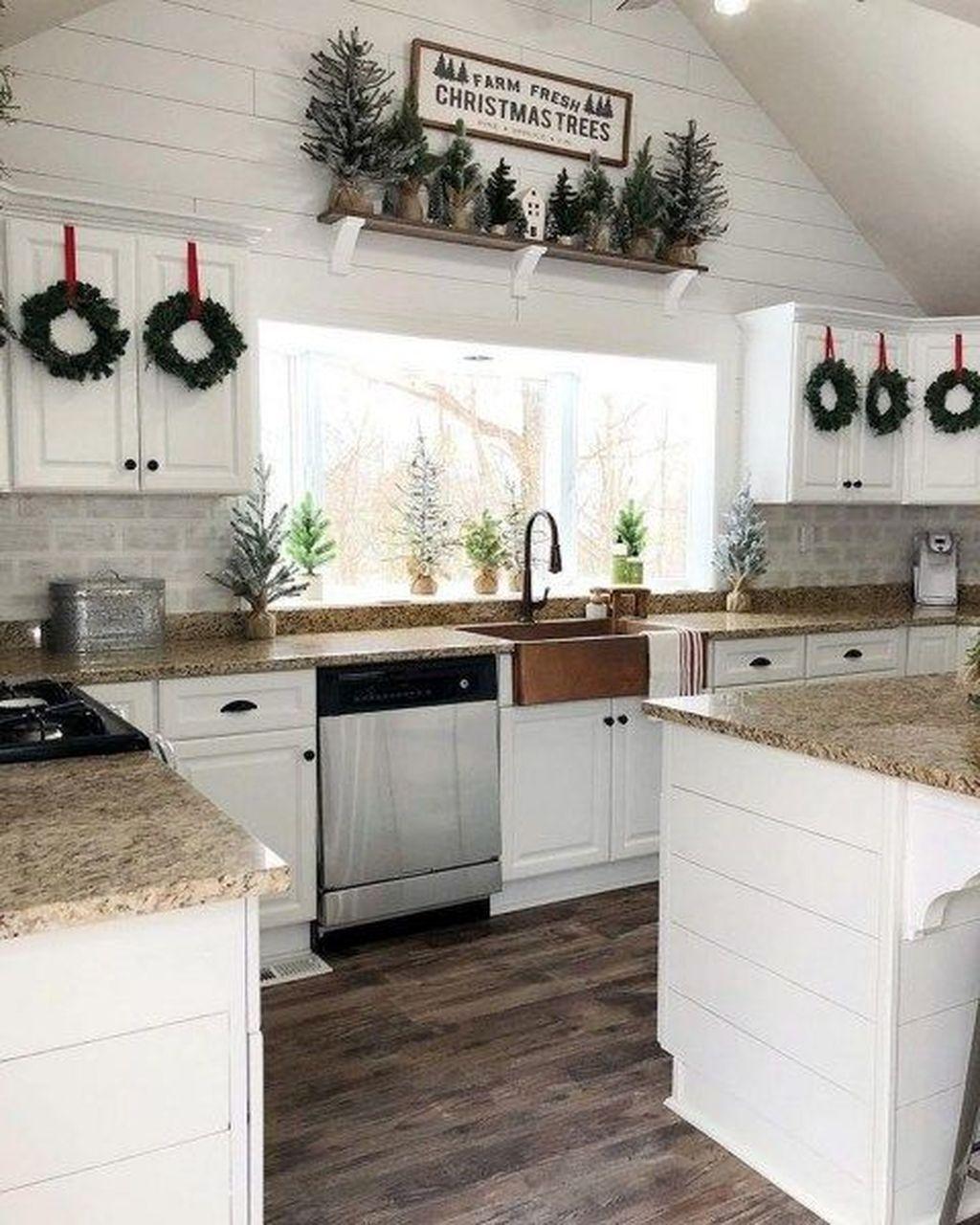 Awesome Christmas Theme Kitchen Decor Ideas 05