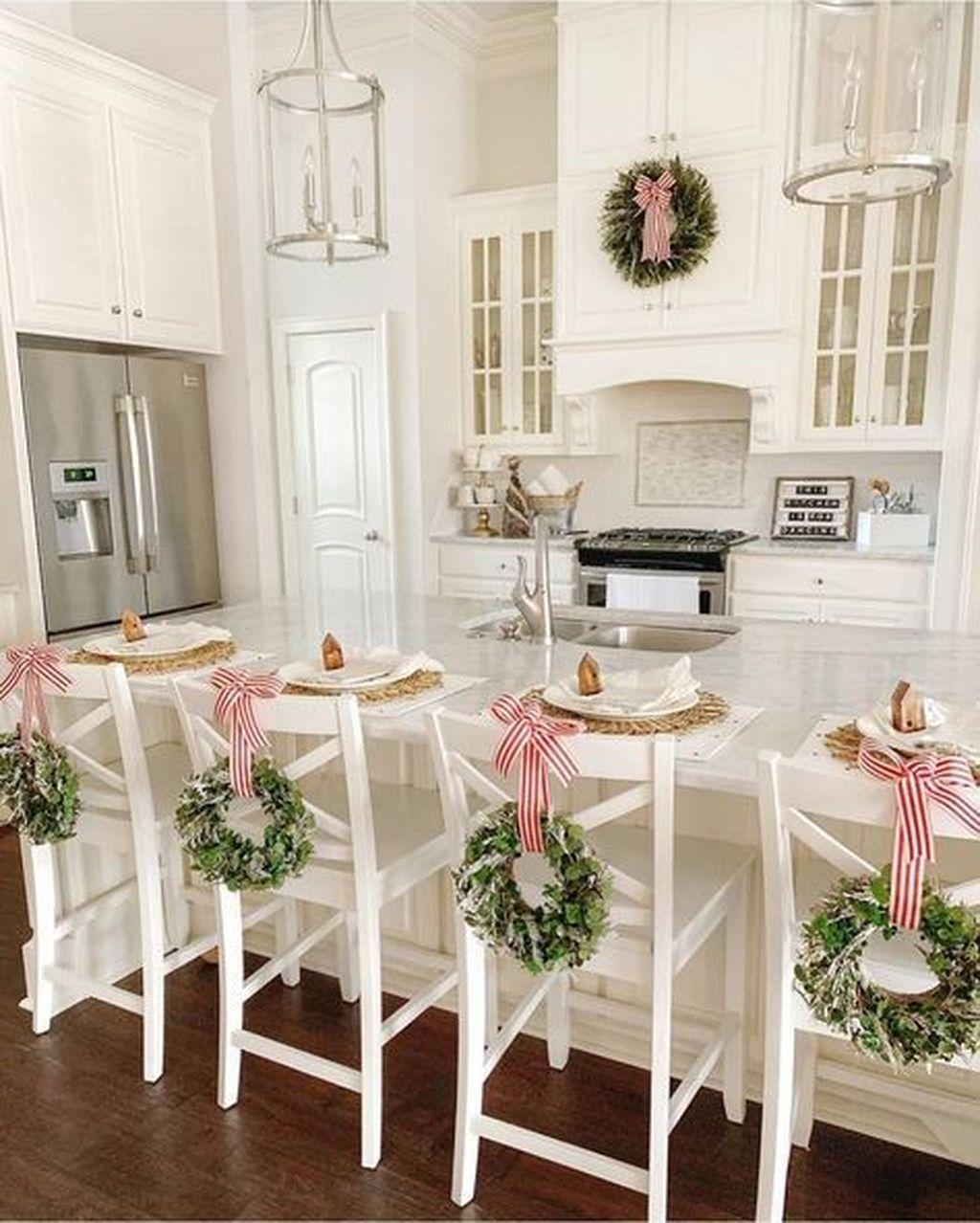 Awesome Christmas Theme Kitchen Decor Ideas 31