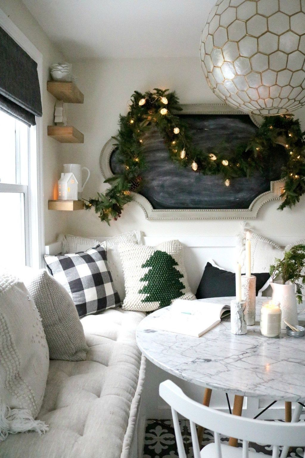 Beautiful Christmas Dining Room Decor Ideas You Never Seen Before 07