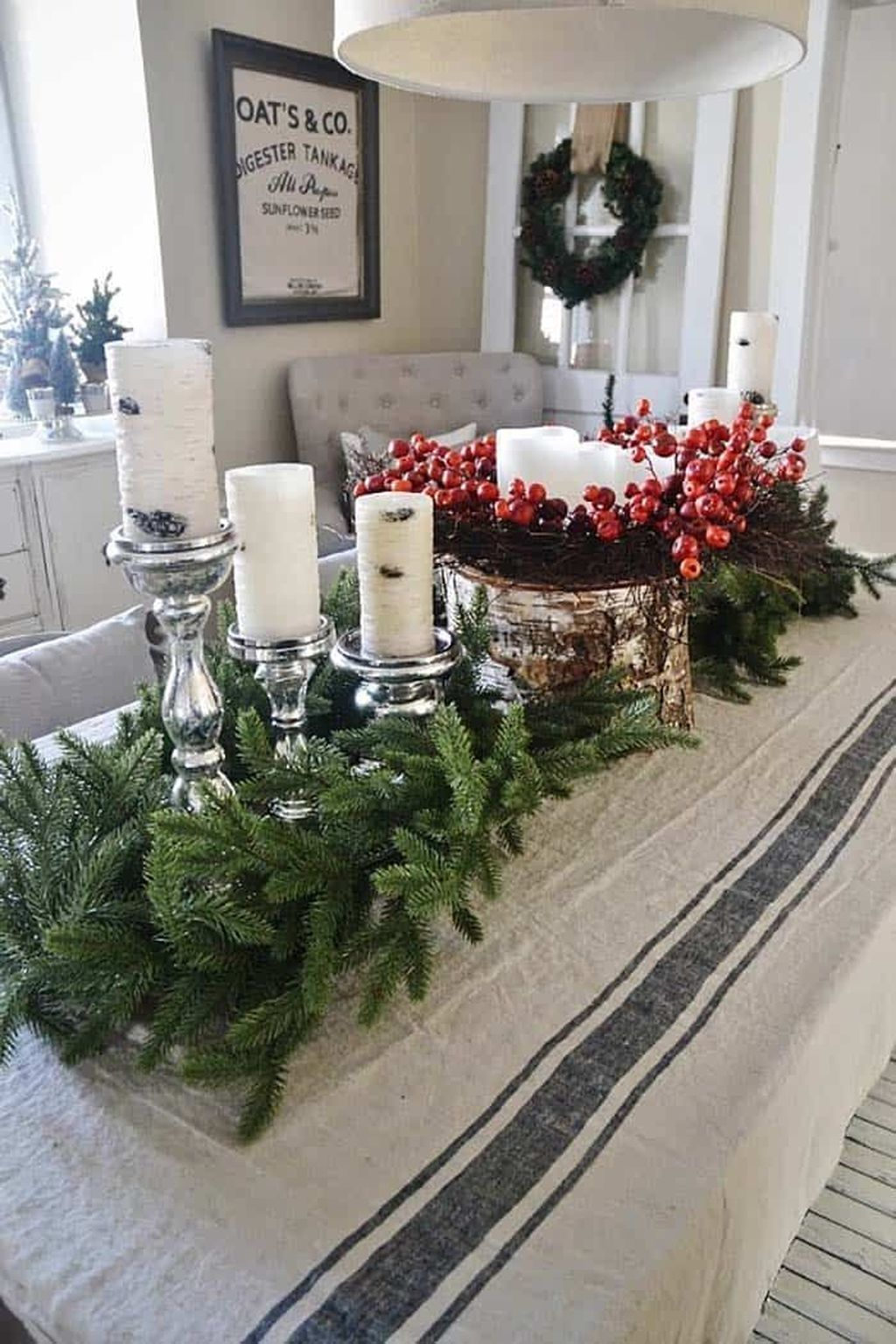 Beautiful Christmas Dining Room Decor Ideas You Never Seen Before 29