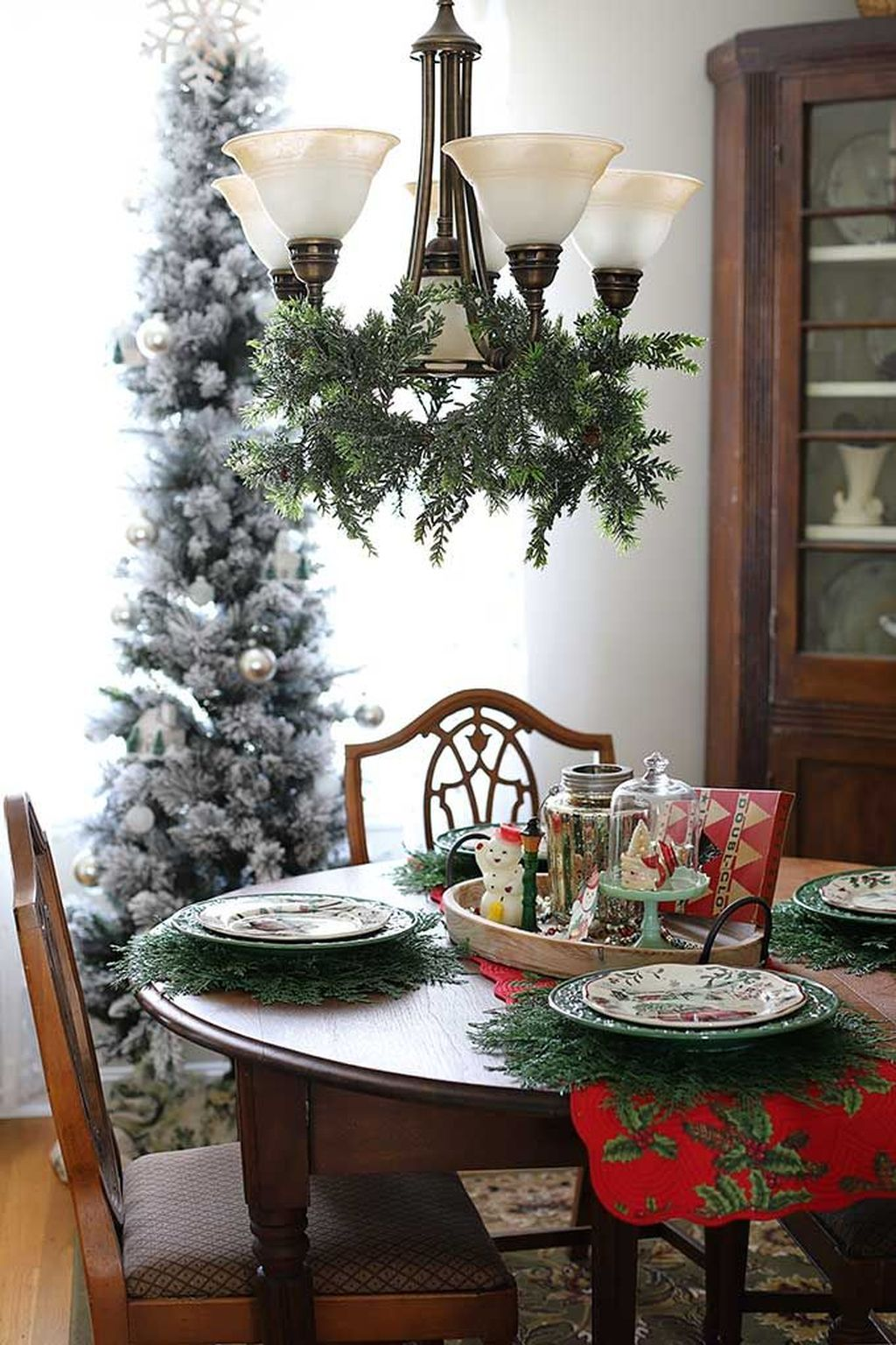 Beautiful Christmas Dining Room Decor Ideas You Never Seen Before 32