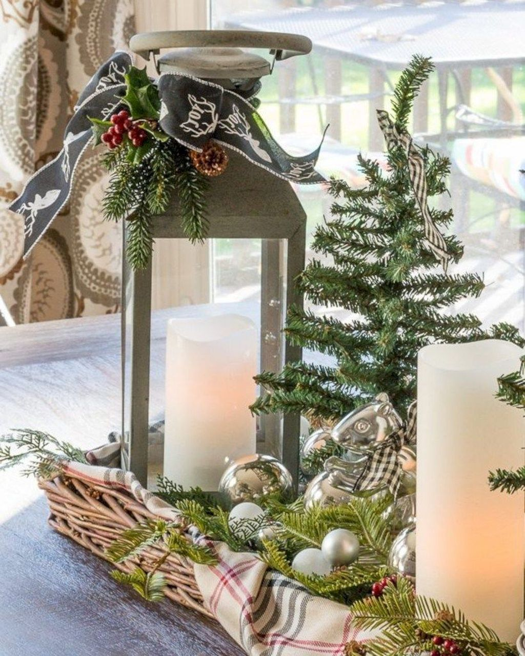 Beautiful Christmas Table Centerpieces For Your Dining Room 22