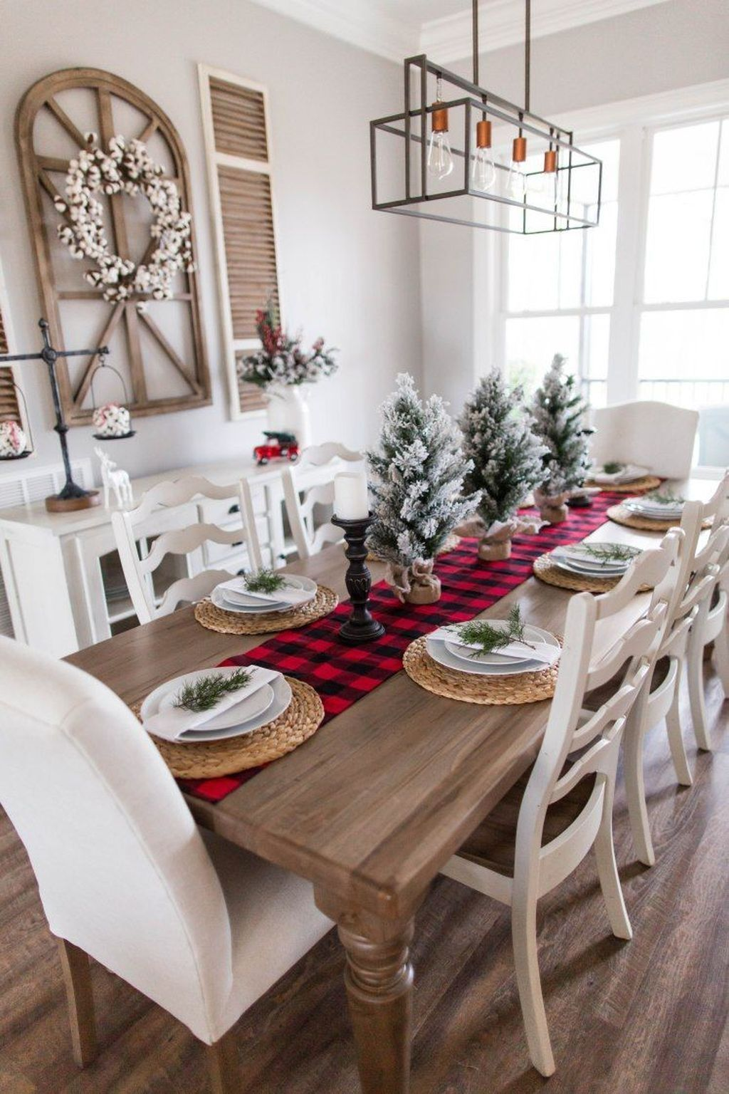 Beautiful Christmas Table Centerpieces For Your Dining Room 24