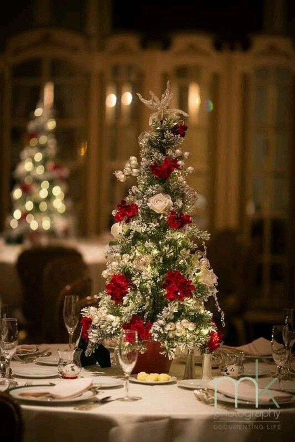 Beautiful Christmas Table Centerpieces For Your Dining Room 25
