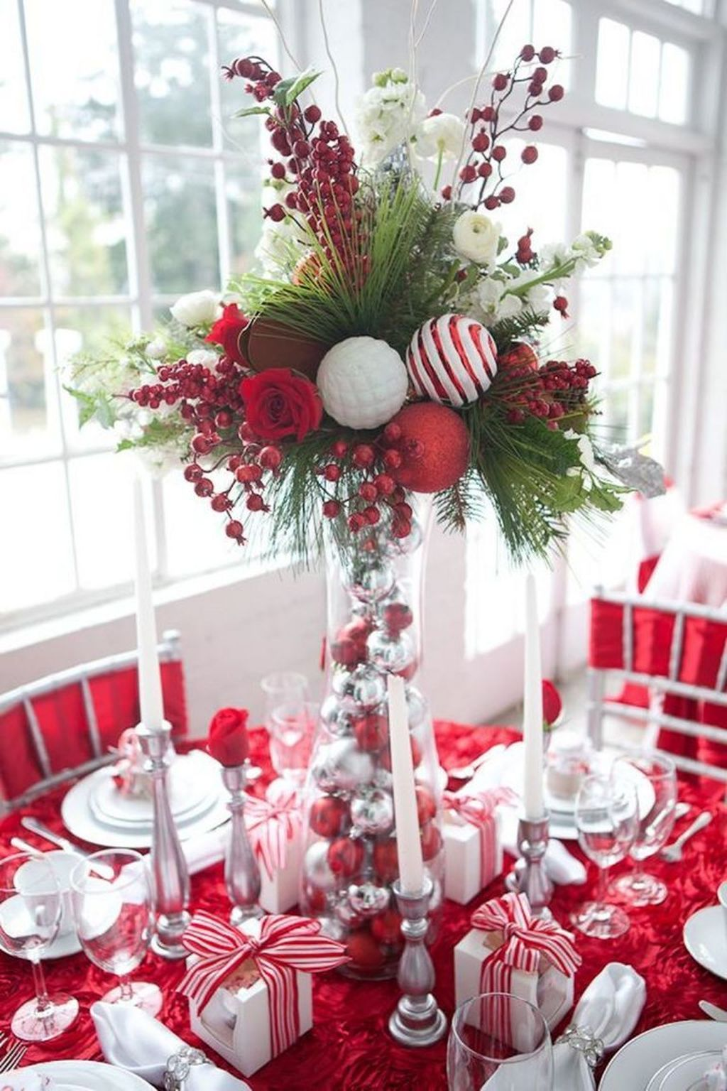 Beautiful Christmas Table Centerpieces For Your Dining Room 29