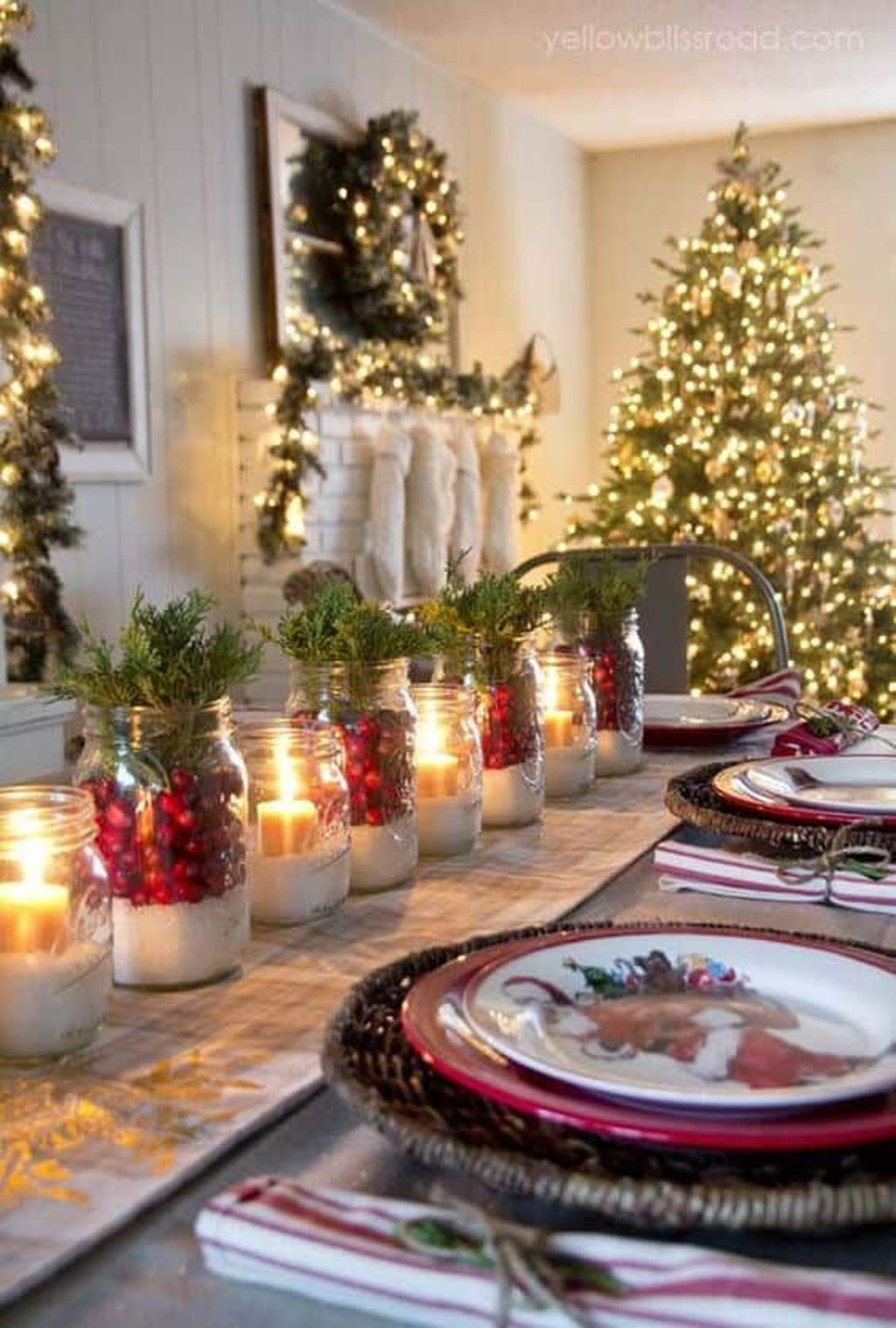 Beautiful Christmas Table Centerpieces For Your Dining Room 32