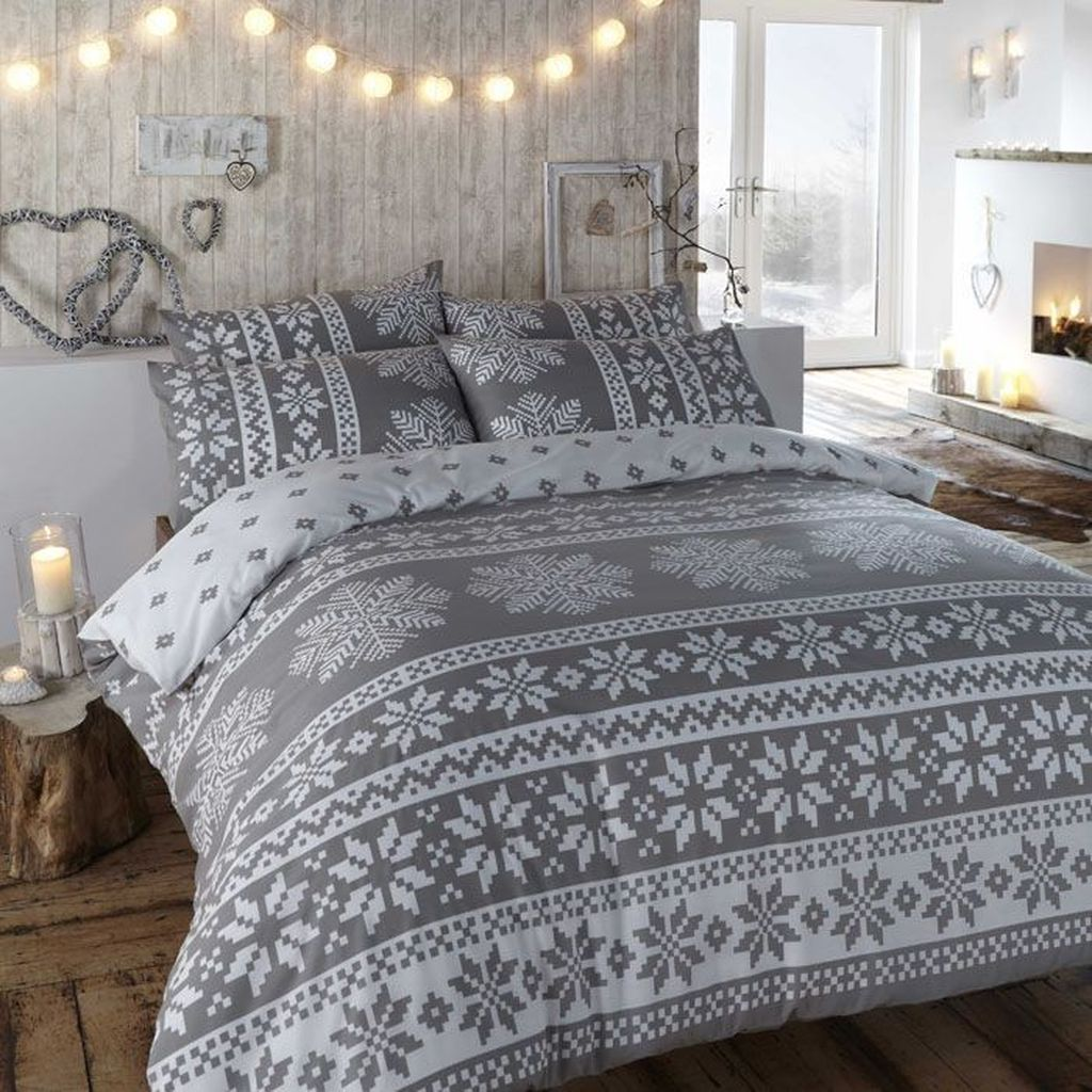 Beautiful Winter Bedroom Decor Ideas 01