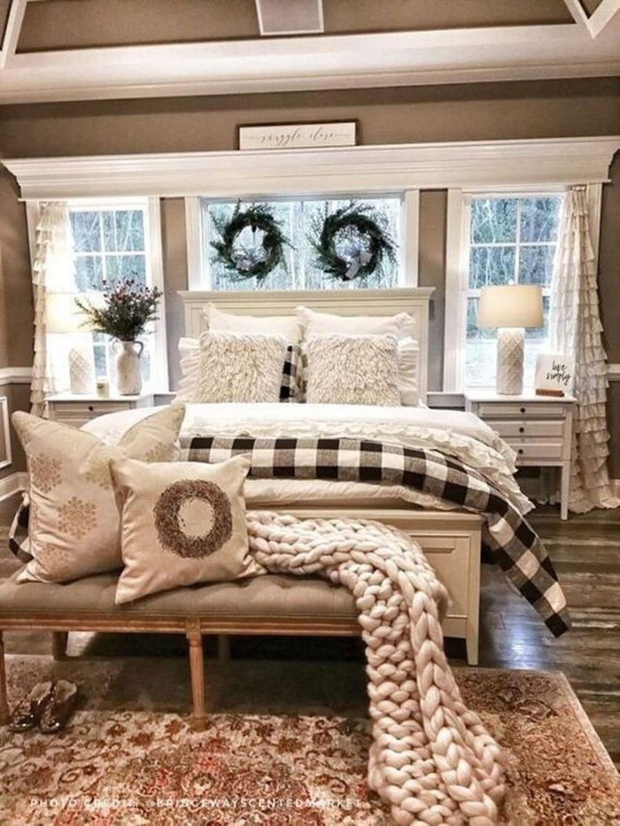 Beautiful Winter Bedroom Decor Ideas 11