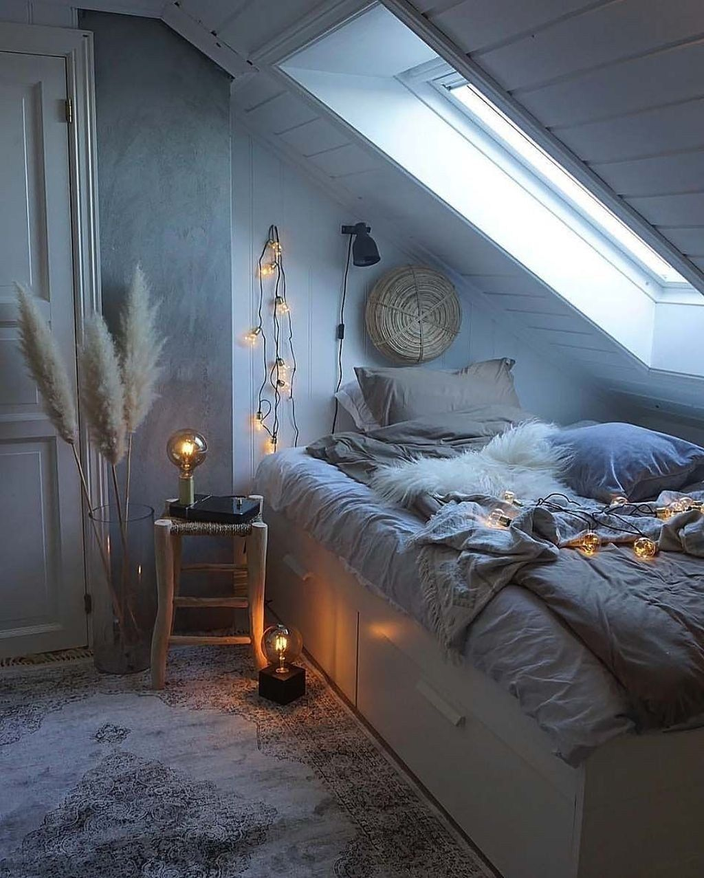 Beautiful Winter Bedroom Decor Ideas 25