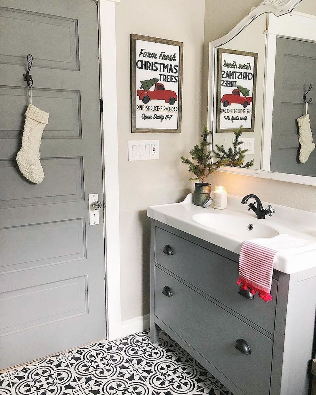 Fabulous Christmas Theme Bathroom Decor Ideas Trend 2019 07