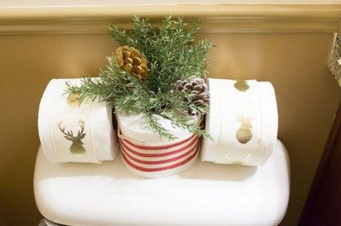 Fabulous Christmas Theme Bathroom Decor Ideas Trend 2019 09