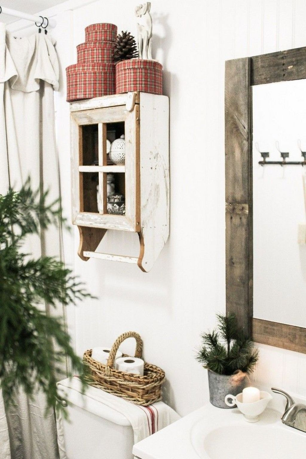 Fabulous Christmas Theme Bathroom Decor Ideas Trend 2019 18