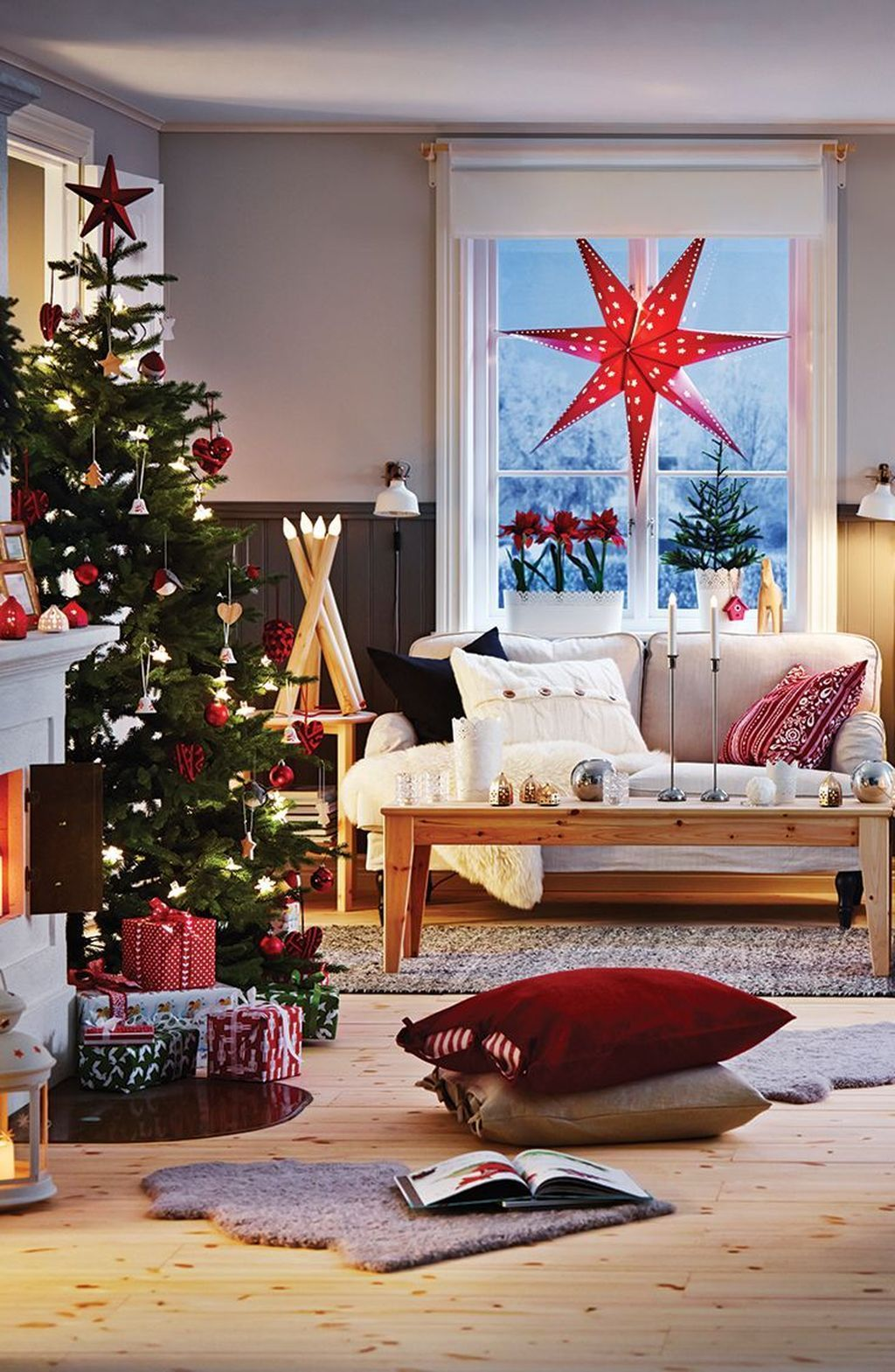 Gorgeous Christmas Living Room Decor Ideas To Look More Beautiful 07