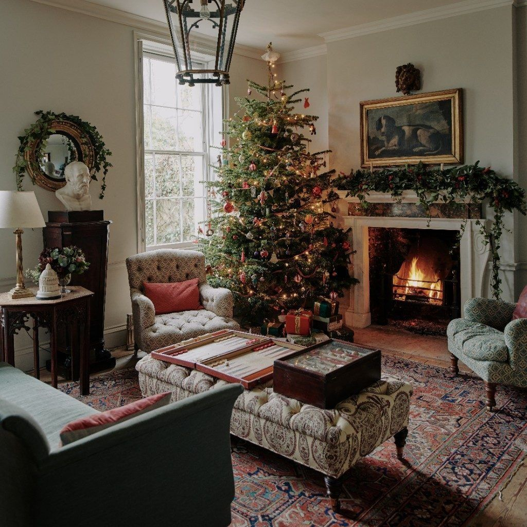 Gorgeous Christmas Living Room Decor Ideas To Look More Beautiful 10