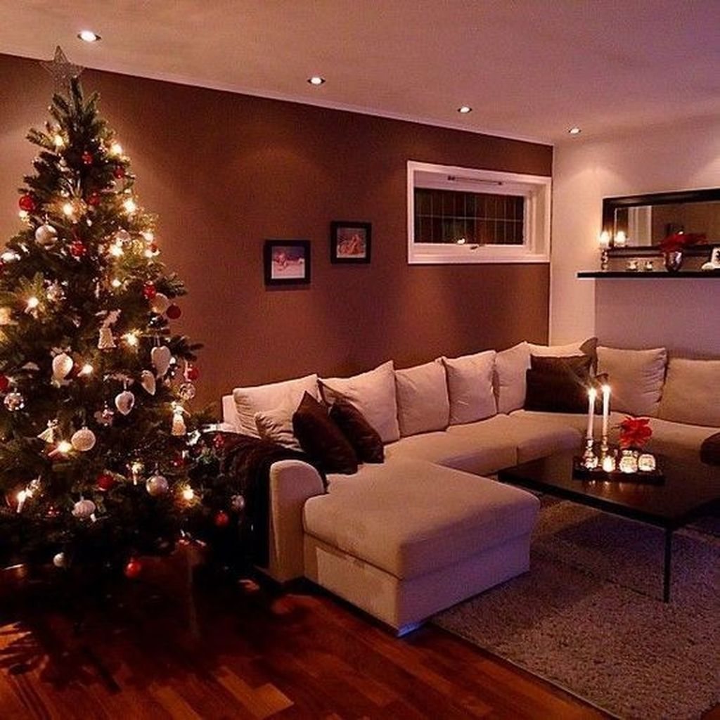 Gorgeous Christmas Living Room Decor Ideas To Look More Beautiful 22