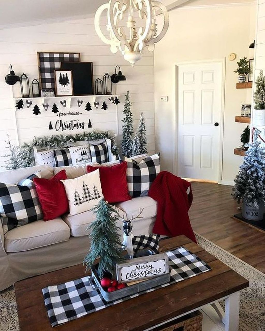 Gorgeous Christmas Living Room Decor Ideas To Look More Beautiful 33