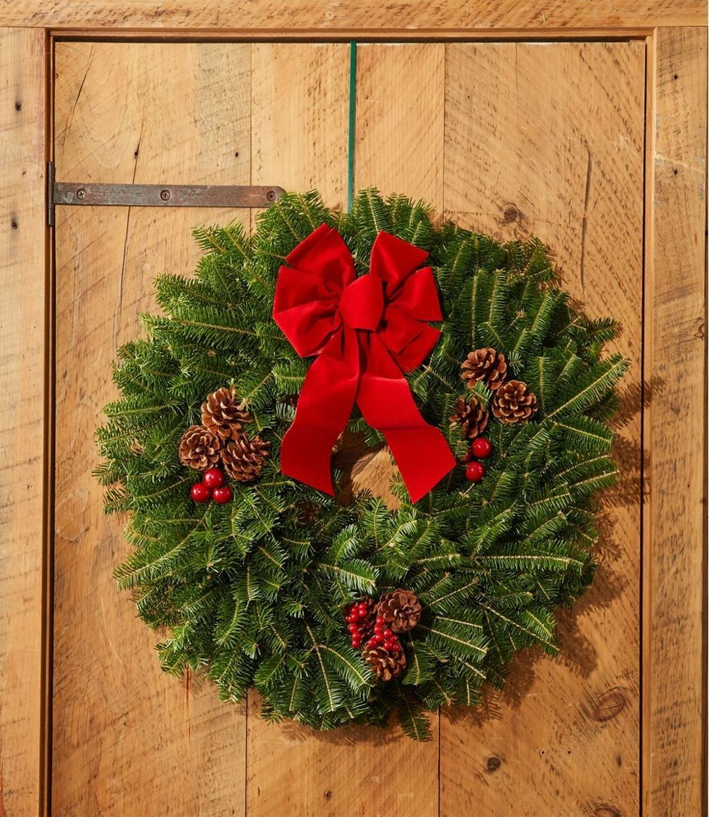 Gorgeous DIY Christmas Wreaths You Should Copy Now 23