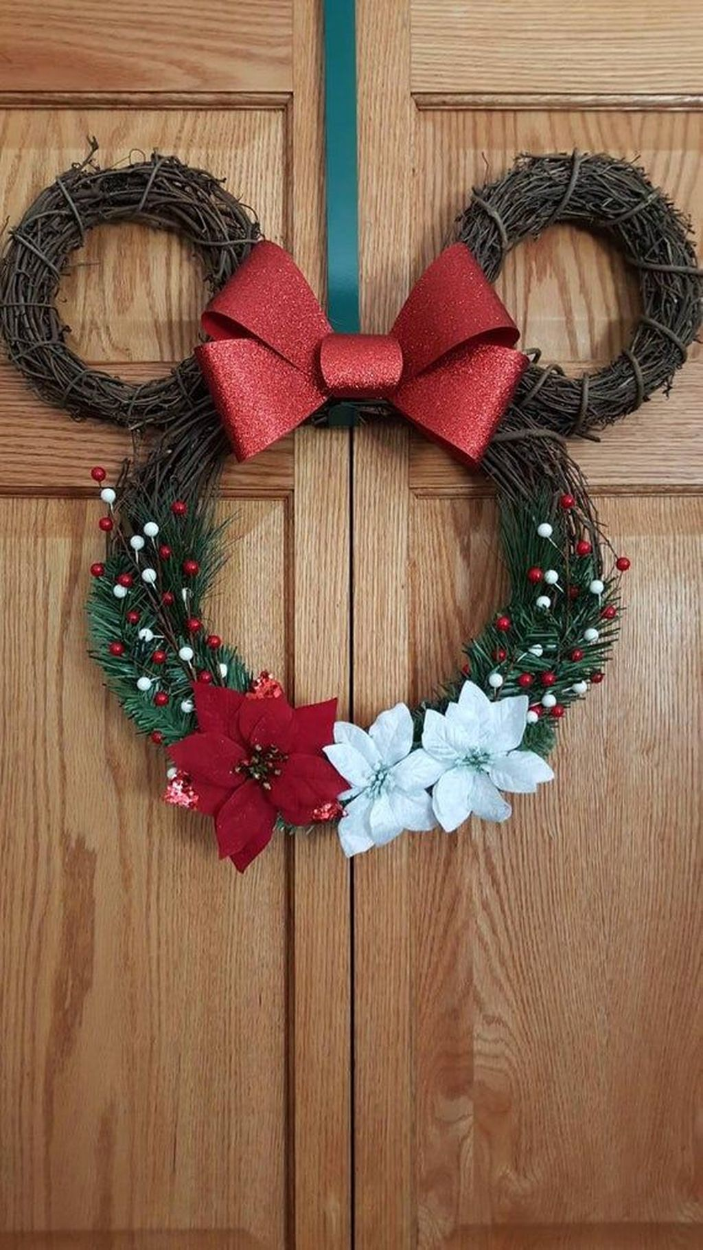 Gorgeous DIY Christmas Wreaths You Should Copy Now 27