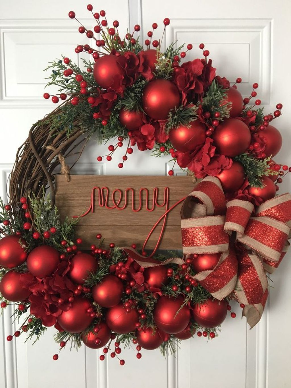 Gorgeous DIY Christmas Wreaths You Should Copy Now 28