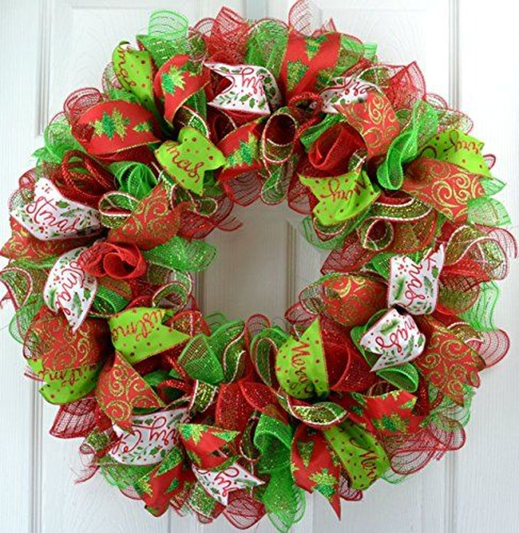Gorgeous DIY Christmas Wreaths You Should Copy Now 29